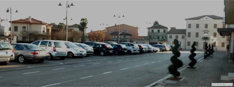Piazza Municipio, parcheggio