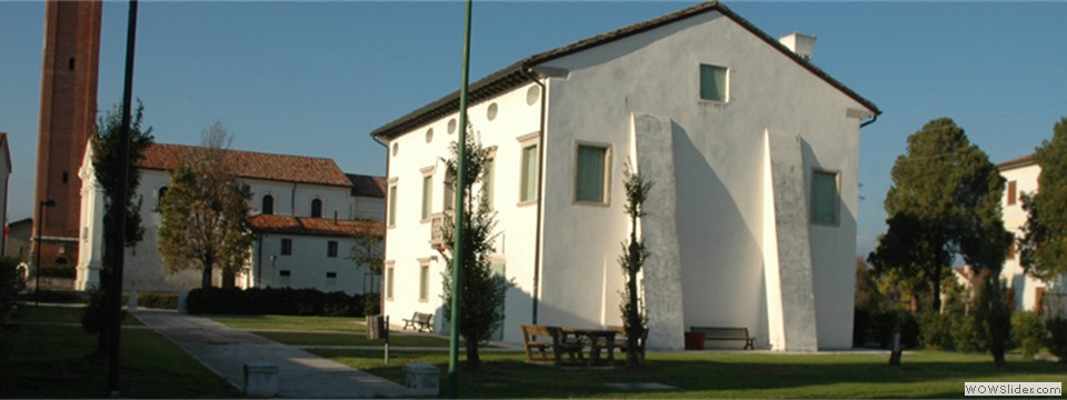 Villa Altan, Biblioteca